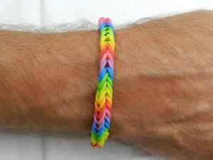 Réalisation du bracelet Fishtail rainbow Loom