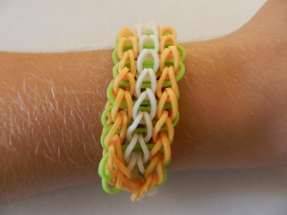 tutoriel d butant le bracelet triple simple rainbow loom. Black Bedroom Furniture Sets. Home Design Ideas